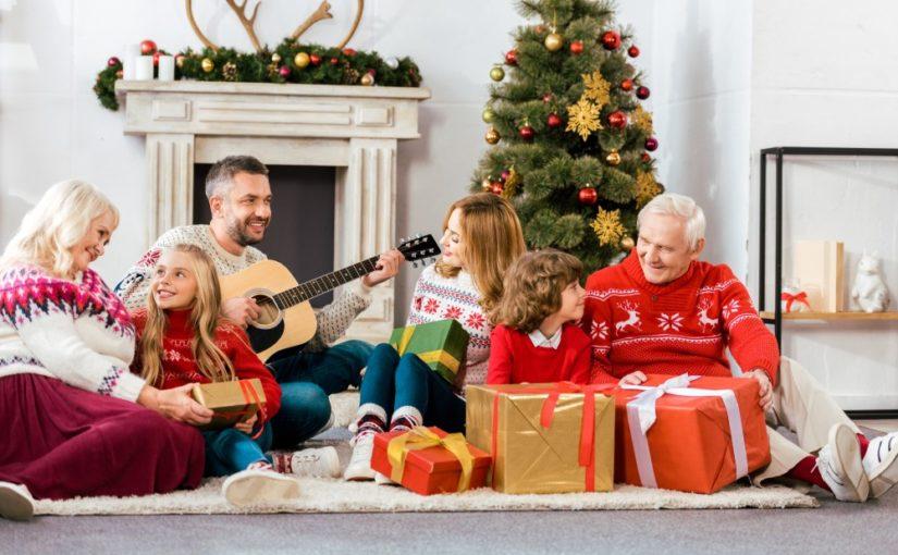 Familie der synger julesalmer